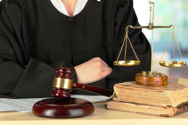 شرایط آزمون وکالت کانونهای وکلای دادگستری